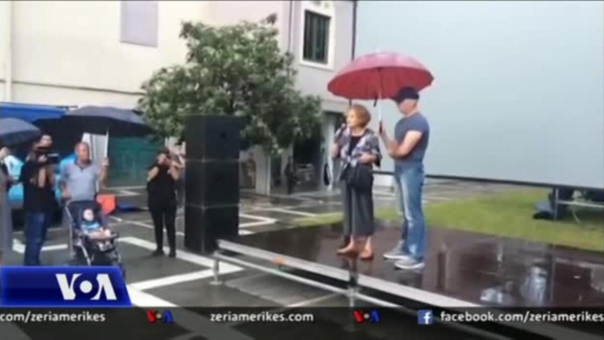 Tiranë, protesta të përditshme për Teatrin Kombëtar