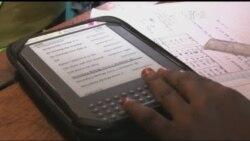 Електронні книжки дозволяють подолати брак навчальної літератури у Африці. Відео