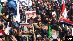 Maelfu ya wananchi wa Iraq walikusanyika katika uwanja wa Tahrir Square ulioko katikati ya mji wa Baghdad JumapiliJan. 3, 2021.