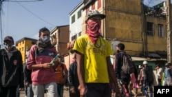 Heurts violents entre police et manifestants anti-confinement malgaches