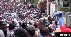 Haitianos salieron a las calles a protestar una vez más por la democracia. [Foto: Captura de pantalla/Video Reuters]
