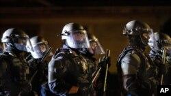8月30日,波特蘭警察清除街道,逮捕暴力示威者。(資料照)