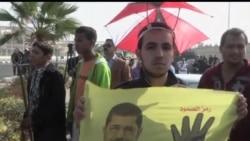 2013-11-04 美國之音視頻新聞: 穆爾西支持在庭審外舉行抗議