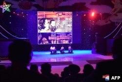 북한 평양 만경대학생소년궁전에서 지난 7일 노동당 창립 75주년 기념 공연이 열렸다고 북한 조선중앙통신이 8일 보도했다.