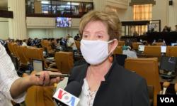 La diputada opositora Azucena Castillo opinó a favor de la redirección de fondos.