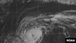 Badai Paulette menerjang Bermuda, 13 September 2020. (Credit: NOAA)