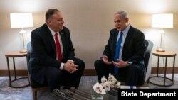 PM Israel Benjamin Netanyahu (kanan) menerima Menlu AS Mike Pompeo di Lisabon, Portugal, 4 Desember 2019. (Credit: State Department)