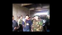 缅甸政府官员在125界碑对边民讲话