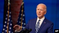 ທ່ານ Joe Biden, ຜູ້ທີ່ຄາດວ່າຈະເປັນປະທານາທິບໍດີທີ່ຖືກເລືອກຕັ້ງກ່າວຢູ່ໃນງານປະກາດການເລືອກເອົານາຍພົນ Lloyd Austin ທີ່ອອກບໍານານໃຫ້ເປັນລັດຖະມົນຕີກະຊວງປ້ອງກັນປະເທດທີ່ໂຮງລະຄອນ Queen ໃນເມືອງ Wilmington, ລັດເດລາແວ, ວັນທີ 9 ທັນວາ 2020. (ພາບຈາກ AP /Susan Walsh)