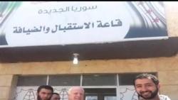 2013-05-28 美國之音視頻新聞: 麥凱恩參議員在敘利亞會見反對派