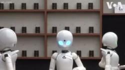 Dans un restaurant au japon les clients sont servis par des serveurs robots (vidéo)