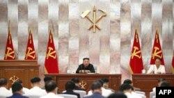 북한은 지난해 9월 김정은 국무위원장 주재로 노동당 중앙군사위원회 확대회의를 열고 태풍 피해로 인해 연말 경제계획 목표 달성이 어려워졌다고 밝혔다.