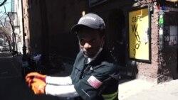 Նյույորքցի տղամարդը օգտագործում է քաղաքային փողոցները՝ որպես լուսանկարչական տաղավար և գոլֆի խաղավայր