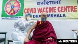 Tibetan spiritual leader, the Dalai Lama, receives a dose of coronavirus disease (COVID-19) vaccine at a vaccination centre in Dharamsala, India, March 6, 2021. (Office of his holiness the Dalai Lama/Handout via Reuters)