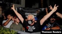 Roger Stone, exasesor de campaña del presidente Donald Trump, celebra su indulto en la localidad de Fort Lauderdale, en Florida.