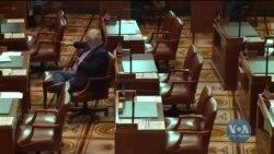 Як законодавці сенату штату Орегон прогулювали засідання і які штрафи їм загрожують. Відео