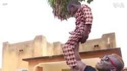 Từ đáng sợ đến đáng yêu: Lực sĩ mạnh nhất Burkina Faso
