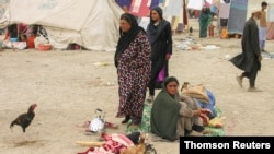 ورود یک خانواده افغانستانی به پاکستان. چهارشنبه ۱۰ شهریور