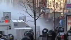 北爱尔兰首府爆发新一轮冲突多名警察受伤