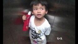 Chinese Volunteers Help Children in Need