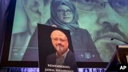 Una imagen de vídeo de Hatic Cengiz, prometida del asesinado periodista Jamal Kashoggi es proyectada durante un acto de conmemoración en Washington.