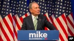 Michael Bloomberg memberikan keterangan kepada media di hotel Hilton di perhentian pertama kampanyenya sebagai balon (bakal calon) Presiden AS dari partai Demokrat di Norfolk, Virginia, 25 November 2019. (Foto: dok).