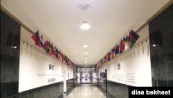 El hall de entrada de la Voz de América, que conduce a oficinas y estudios de VOA. [Foto: Diaa Bekheet]