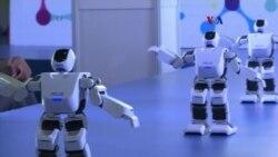 Robots mantienen interés en feria electrónica de Asia