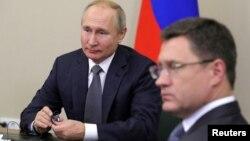 Президент России Владимир Путин и министр энергетики России Александр Новак (архивное фото)