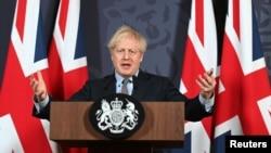 英国首相约翰逊在伦敦就英国与欧盟达成协议举行记者会。(2020年12月24日)