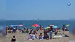 New Yorklular Denize Girme Yasağını Umursamadı