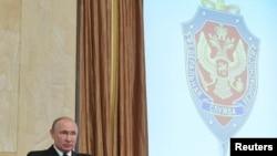 Presiden Rusia Vladimir Putin menyampaikan pidato di kantor Dinas Keamanan Federal (FSB), Moskow, Rusia, 6 Maret 2019. (Sputnik / Alexei Druzhinin / Kremlin via REUTERS).