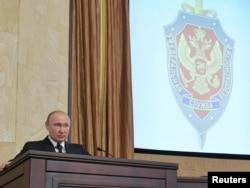 Rossiyani 20 yildan oshibdiki, boshqarib kelayotgan Vladimir Putin tanqidiy ovozlarni jazolash uchun xavfsizlik xizmatlarini ishga solmoqda, degan shikoyat azadan yangrab keladi
