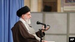 아야톨라 알리 하메네이 이란 최고지도자가 17일 수도 테헤란에서 연설하고 있다.