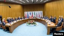 ARHIVA - Učesnici pregovora o iranskom nuklearnom programu, u Beču 14. jula 2015. (Foto: Reuters)