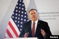 美國國務卿蓬佩奧在維也納古董的記者會上講話。(2020年8月14日)