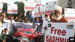 Pakistani protesters rally against India in Karachi, Pakistan, Aug. 21, 2019.