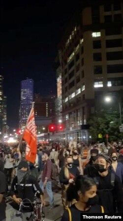 Manifestantes salieron a las calles para protestar en Kentucky tras el anuncio de la decisión del gran jurado en el caso Breonna Taylor, el miércoles 23 de septiembre de 2020.