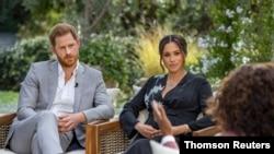 El duque y la duquesa de Sussex, Enrigue y Meghan, durante la entrevista con Oprah Winfrey, transmitida el domingo 7 de marzo de 2021.