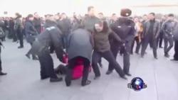 人大召开之际,抗议者天安门广场撒传单