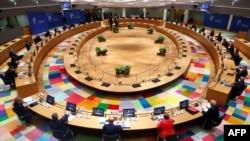 Suasana KTT Uni Eropa di Brussels, 17 Juli 2020. (Foto: dok).