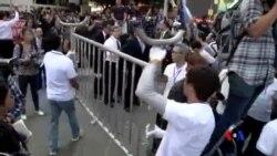 2014-11-18 美國之音視頻新聞: 香港警方開始清理金鐘附近佔中現場