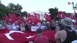 Beyaz Saray Önünde Darbe Karşıtı Gösteri