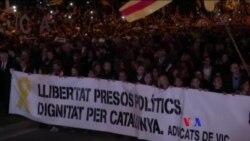 2017-11-12 美國之音視頻新聞: 西班牙收回加泰羅尼亞自治權後首相首度視察 (粵 語)