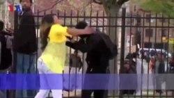 Mãe bate no filho em plena manifestação