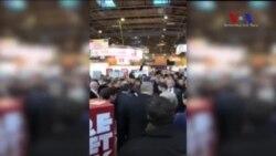 Çiftçiler Macron'a Yumurta Fırlattı
