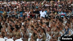 """Adolescentes cubanos de las escuelas militares llamadas """"Camilitos"""" rinden último tributo al dirigente Fidel Castro tras la muerte de éste el 26 de noviembre de 2016."""