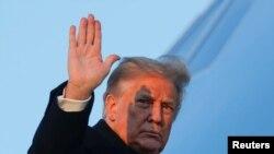 El presidente Donald Trump objetó también la inclusión de pagos a núcleos familiares con estatus de inmigración mixtos, como de ciudadanos estadounidenses casados con alguien que no tenga un número de Seguro Social. Fotografía del 23 de diciembre de 2020.