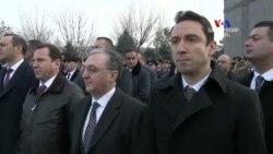 Բարձրաստիճան պաշտոնյաներն այցելեցին Եռաբլուր․ Հունվարի 28-ը Հայոց բանակի օրն է