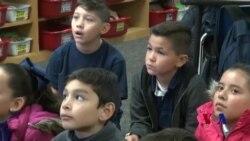 """多文化背景的孩子在美""""庇护所""""学区相互学习"""